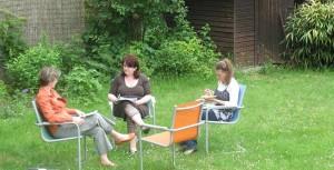 Uebungsgruppe im Garten
